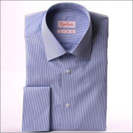 Chemise à fines rayures bleues et blanches et poignets mousquetaires