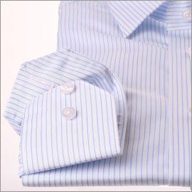 Chemise blanche à fines rayures bleu clair