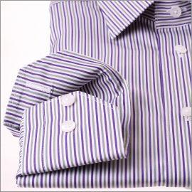 Chemise à rayures violettes, grises et blanches, col classique