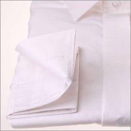 Chemise blanche tissu popeline à gorge cachée et poignets mousquetaires