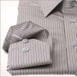 Chemise à fines rayures vertes et grises sur fond blanc