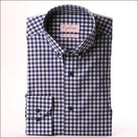 Chemise à carreaux blancs et bleu marine à col boutonné