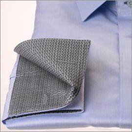 Chemise bleu ciel à col et poignets à motifs zig zag gris
