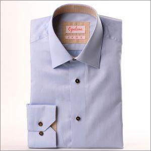 Chemise bleue à col et poignets à motifs beiges et bleus