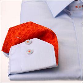 Chemise bleue à col et poignets à motifs étoiles oranges