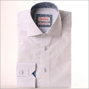 Chemise blanche à col et poignets à arabesques bleues