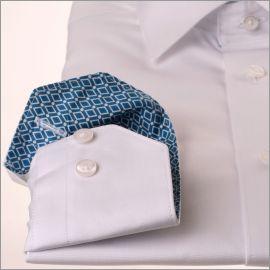Chemise blanche à col et poignets à losanges turquoise