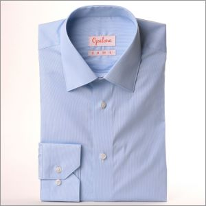 Chemise stretch à fines rayures bleues et blanches