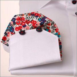 Chemise blanche à col et poignets à motifs fleuris rouges et violets