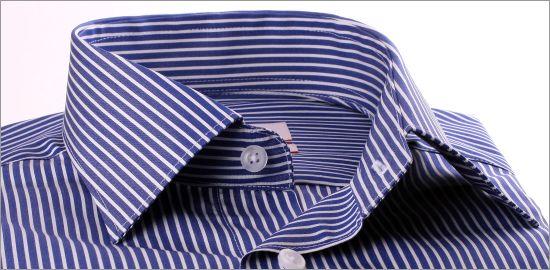 Chemise à poignets mousquetaires bleu foncé à rayures blanches