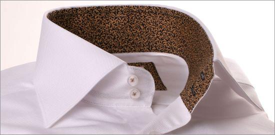 Chemise blanche à col et poignets noir à motifs fleuris beiges