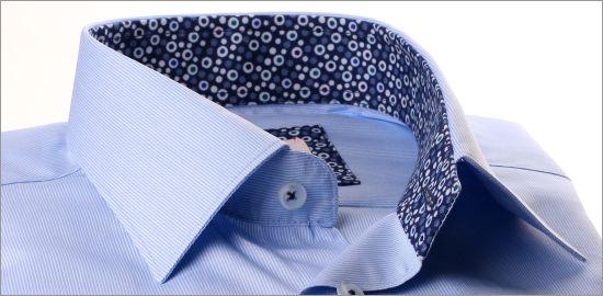 Chemise bleue à col et poignets bleu à bulles