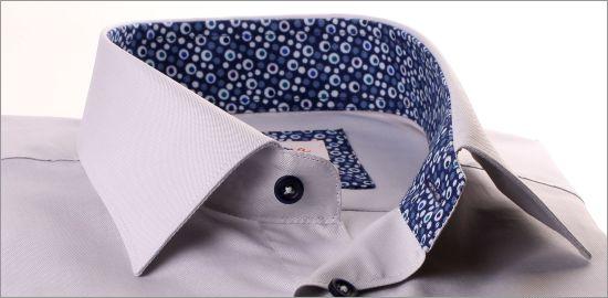 Chemise grise à col et poignets bleu à bulles