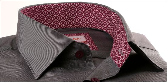 Chemise grise à col et poignets à losanges lie de vin