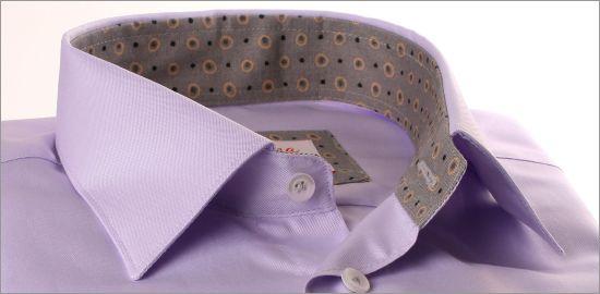 Chemise parme à col et poignets gris à pois
