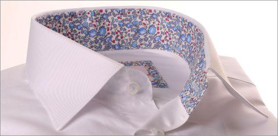 Chemise blanche à col et poignets fleuris rose et bleu