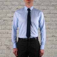 Col boutonné cravate