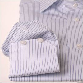 Chemise blanche à fines rayures bleues