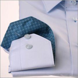 Chemise bleue ciel à col et poignets bleu gris à pois